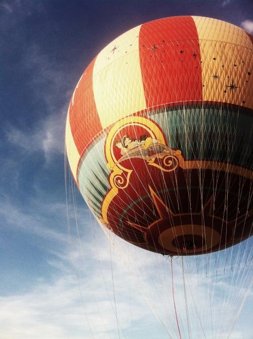 Downtown Disney hot air balloon - Aladdin and Jasmin.