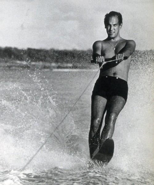 Oscar De La Renta water skiing